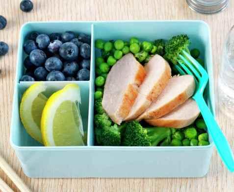 Kyllingfilet med grønn brokkolisalat oppskrift.