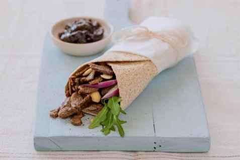 Wraps med reinsdyrskav og solbærgele oppskrift.