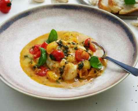 Skrei med tomat og basilikumsaus oppskrift.