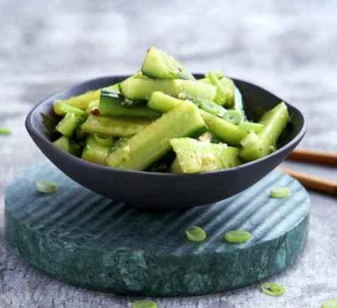 Kinesisk agurksalat oppskrift.