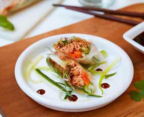 Ferske vårruller med pulled salmon oppskrift.