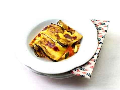 Kyllingkjøttdeig- og grønnsaksform oppskrift.