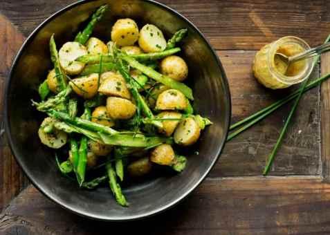 Nypotet og aspargessalat oppskrift.