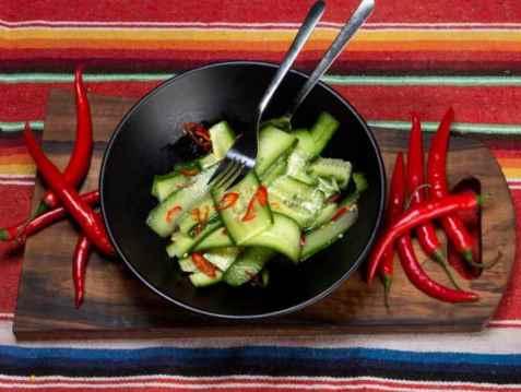 Agurk og chilisalat oppskrift.