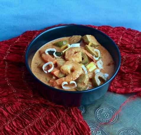 Currysuppe med laks og scampi oppskrift.