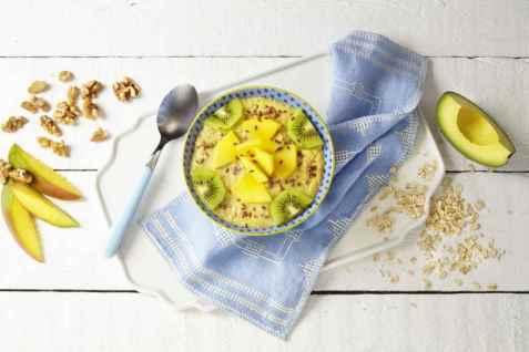 Smoothie bowl med mango og avokado oppskrift.