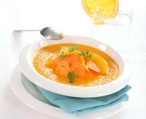 Gulrotsuppe med sjalottløk og appelsin oppskrift.