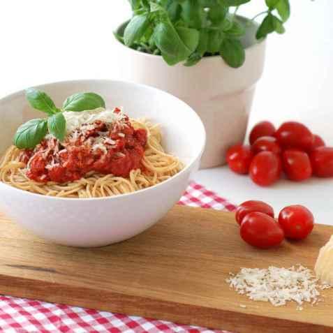 Proteinpasta med tomatsaus oppskrift.