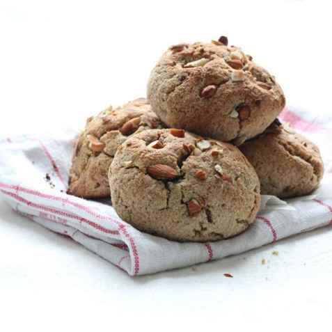 Søte scones med nøtter oppskrift.