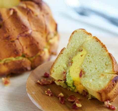 Monkey-bread med egg og ost oppskrift.