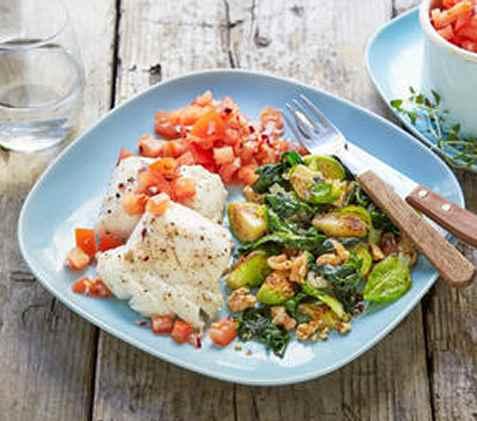 Ovnsbakt brosme med grønnsaker og tomatsalsa oppskrift.