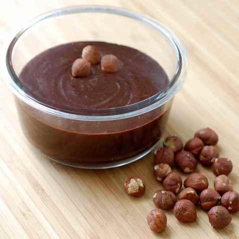 Sjokoladepålegg med hasselnøtter oppskrift.
