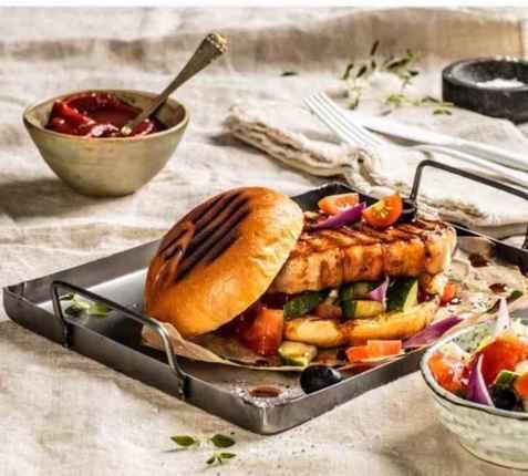 Dagens oppskrift er Grillet svinefilet i brioche brød.