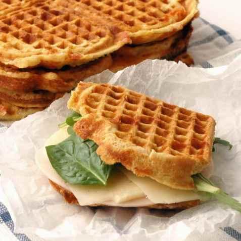 Glutenfrie lunsjvafler med ost og skinke oppskrift.