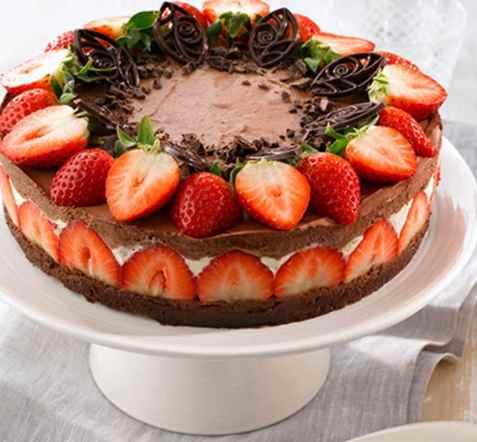 Jordbær og sjokolademoussekake oppskrift.