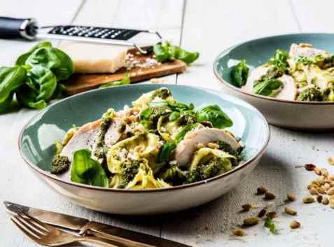 Dagens oppskrift er Tortellinisalat med røkt kylling.