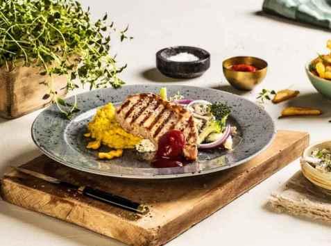 Grillet ytrefilet av svin med maisstuing og bbq saus oppskrift.
