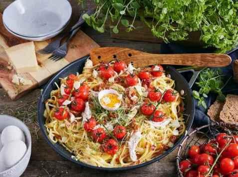 Pasta Carbonara med nygrillet kylling oppskrift.
