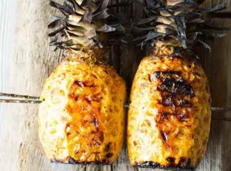 Helgrillet ananas med kryddersukker oppskrift.