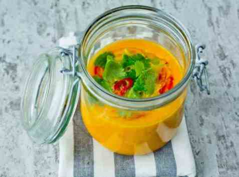 Gulrotsuppe med chili, appelsin og ingefær oppskrift.