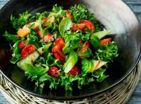 Salat med jordbær og melon oppskrift.