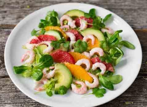 Rekesalat med sitrus og avokado oppskrift.