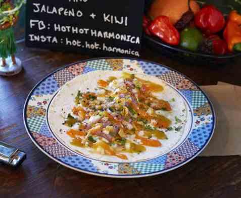 Sild i tortillas med habanerosaus oppskrift.