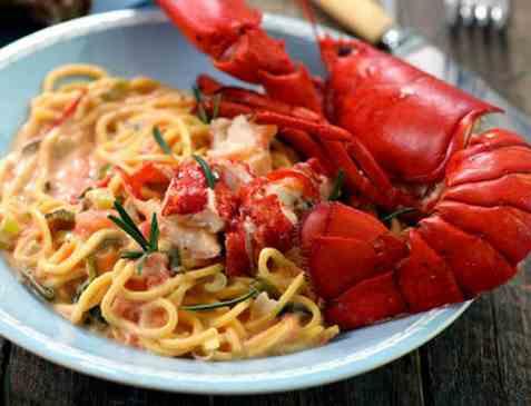 Spaghetti med tomat og hummer oppskrift.