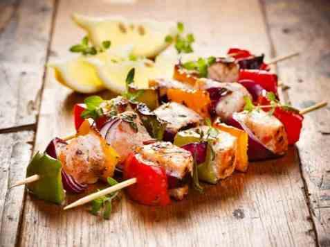 Grillspyd med laks og grønnsaker oppskrift.