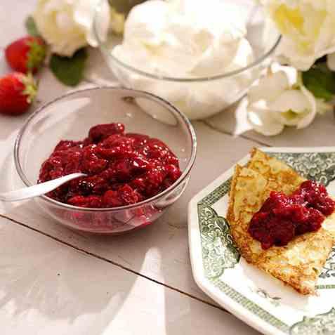 Jordbær/bringebær-syltetøy med fryste bær oppskrift.