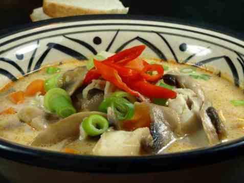 Fiskesuppe av sei med kokosmelk og sopp oppskrift.