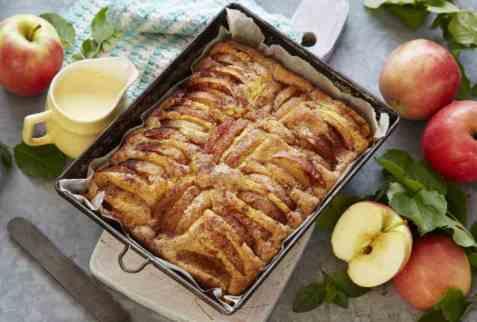 Myk eplekake med sitron oppskrift.