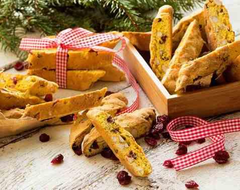Biscotti med smak av saffran, tranebær og appelsin oppskrift.