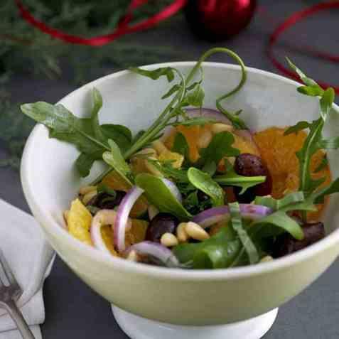 Appelsinsalat med løk og basilikum oppskrift.