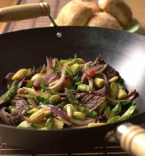 Wok med asparges og oksekjøtt oppskrift.