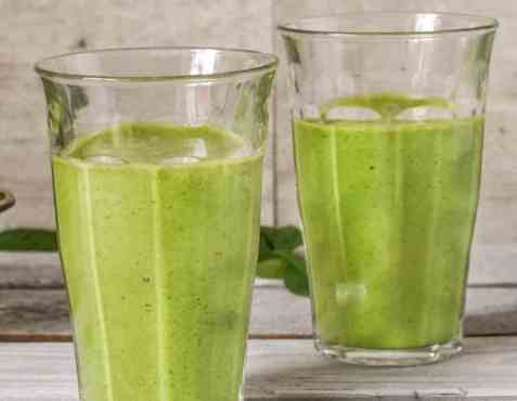 Proteindrikk med spinat og eple oppskrift.