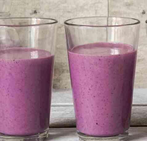 Dagens oppskrift er Proteindrikk med blåbær og mandler.