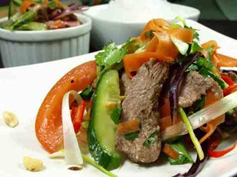 Thai biffsalat med grillet biff oppskrift.