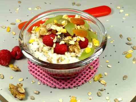 Kjøleskapsgrøt med chiafrø og yoghurt oppskrift.