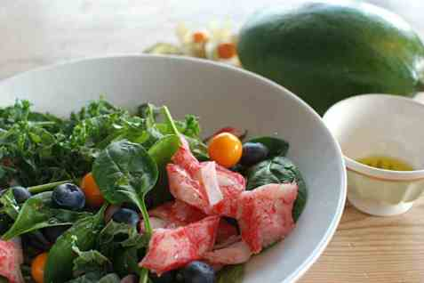 LobNobs med grønn salat, blåbær og physalis oppskrift.