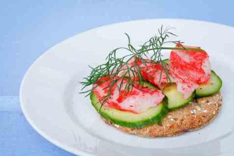 LobNobs med agurk og kaviar oppskrift.