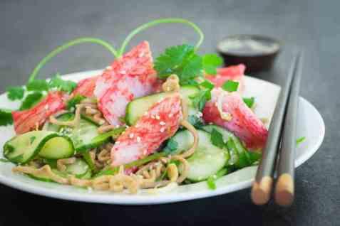 Salat med LobNobs og fullkornnudler oppskrift.