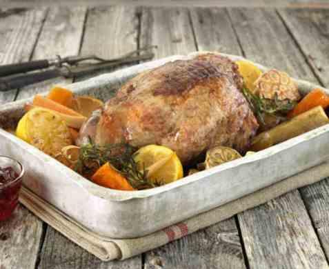 Lammestek med sitron, hvitløk og rotgrønnsaker oppskrift.