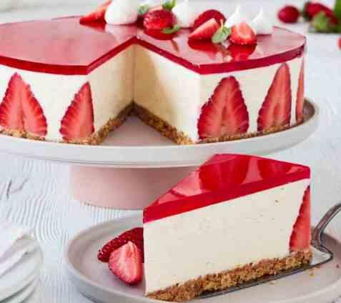 Ostekake med vanilje og jordbærgelé oppskrift.