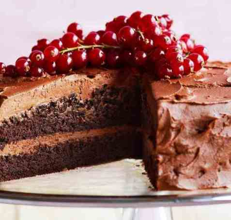 Sjokoladekake med friske bær oppskrift.