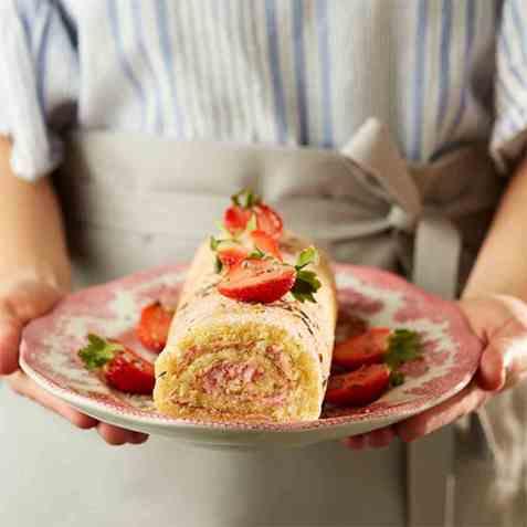 Rullekake med jordbærmousse og lavendelsukker oppskrift.