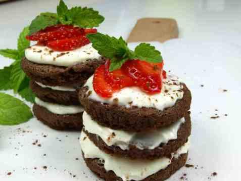 Dagens oppskrift er Lagdelte brownies med kremostfyll.
