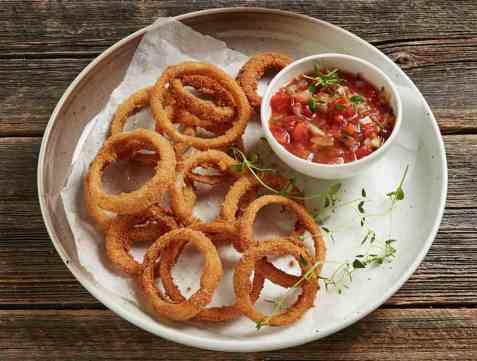 Løkringer med salsa oppskrift.