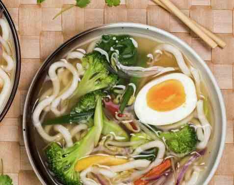 Asiatisk grønnsaksuppe Ramen oppskrift.