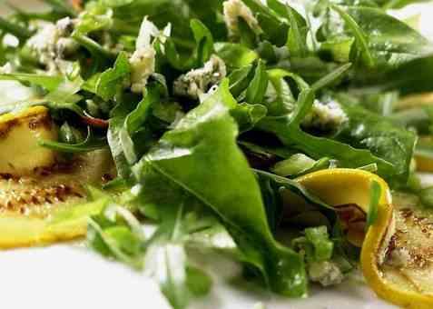 Stekt squash med spinat og blåmuggost oppskrift.